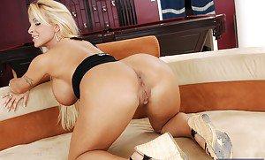 Fucking a hot blonde
