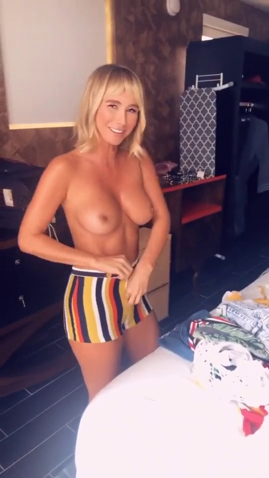 Boobs sara jean underwood