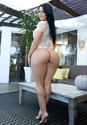 Big ass girls nude