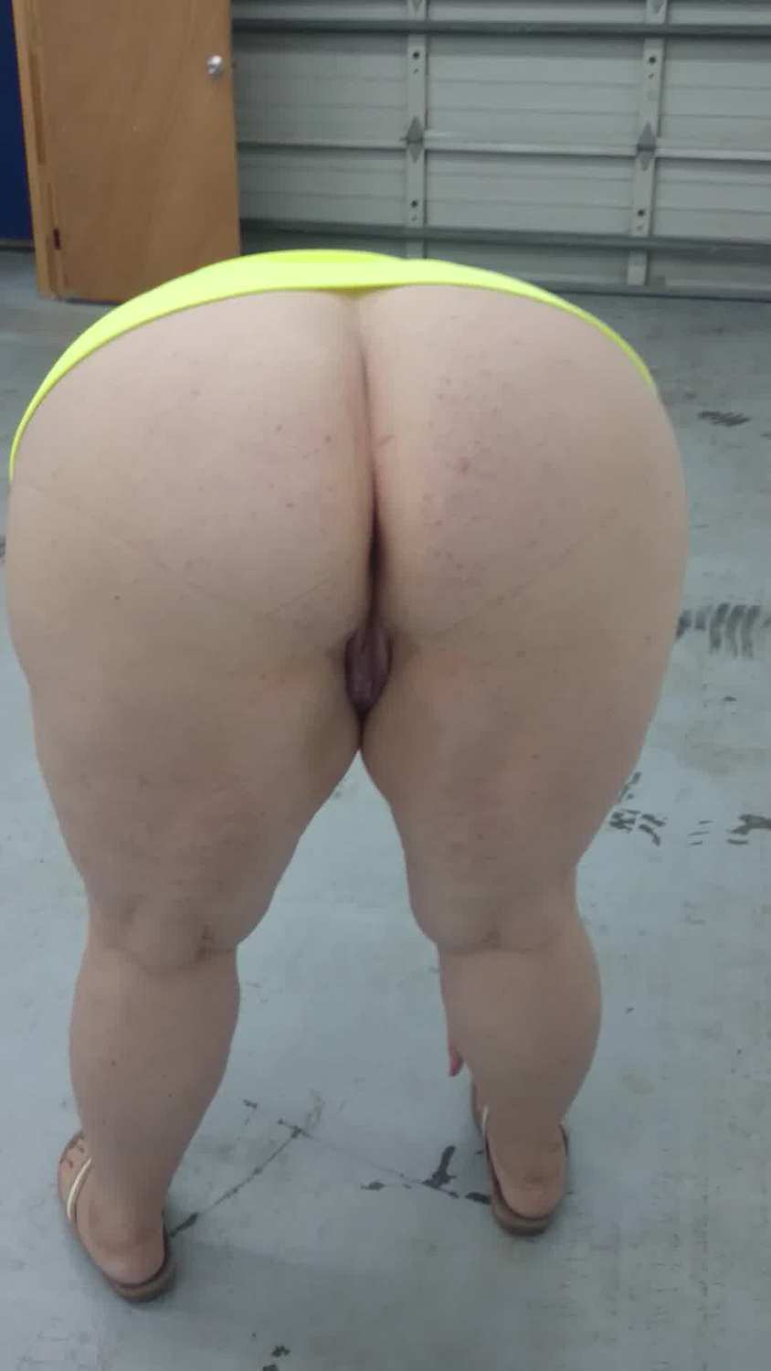 In pawg public over bend