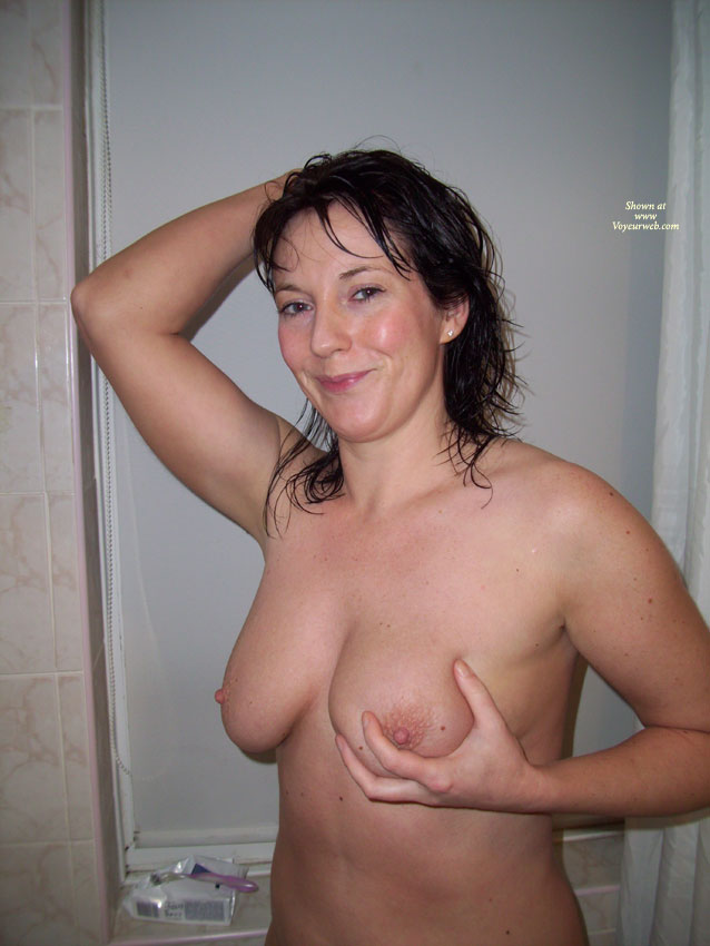 Amateur wife nude in bathroom