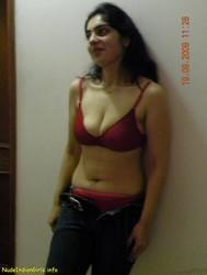 Hot sexy bhabhi bra naked