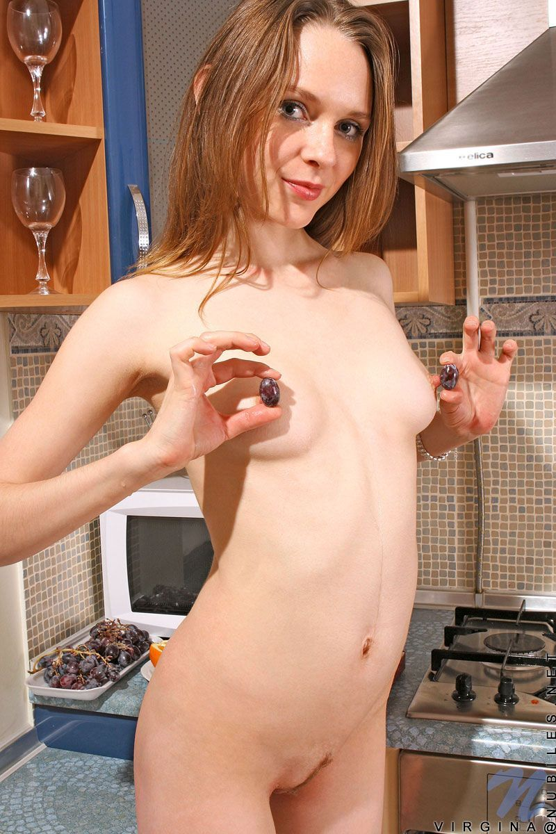 Free nude amateur girls in kitchen pictures