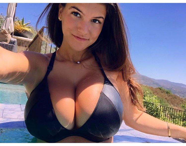 Bikini babe porn