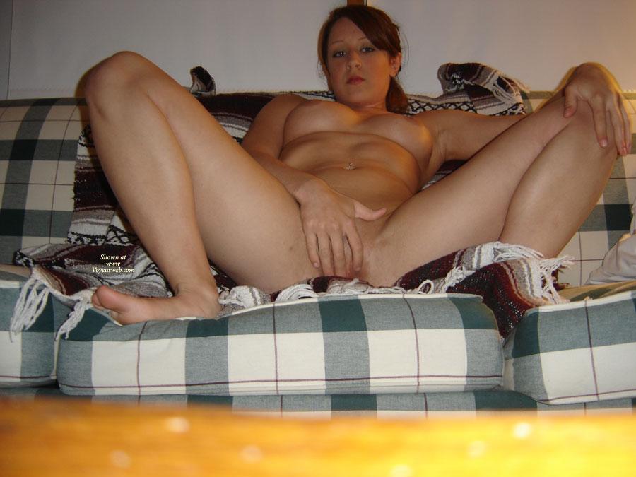 Amateur girls spread legs pussy