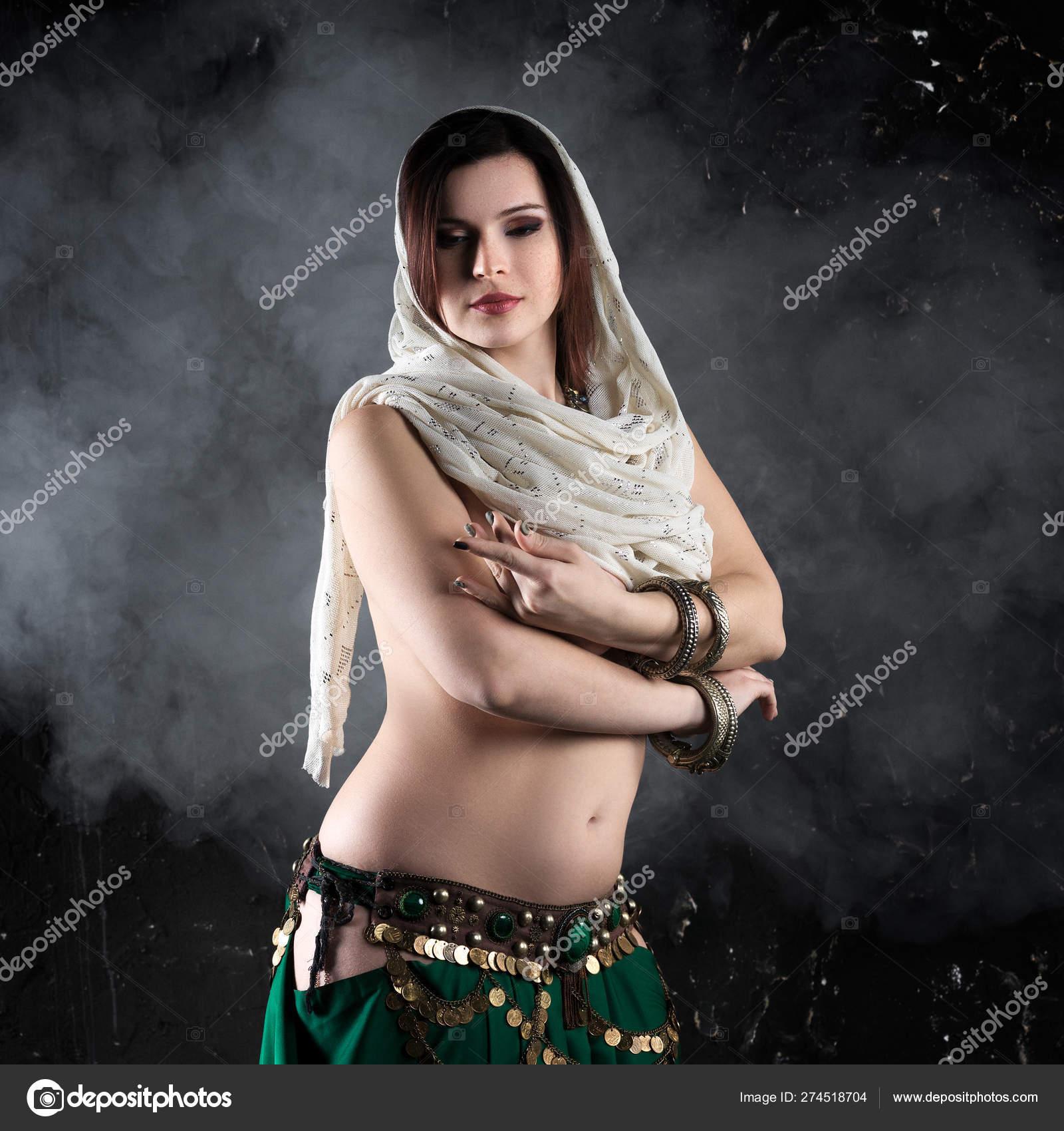 Sexy ethnic women pic