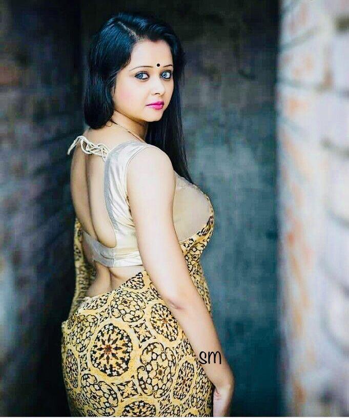Indian girls beautiful ass