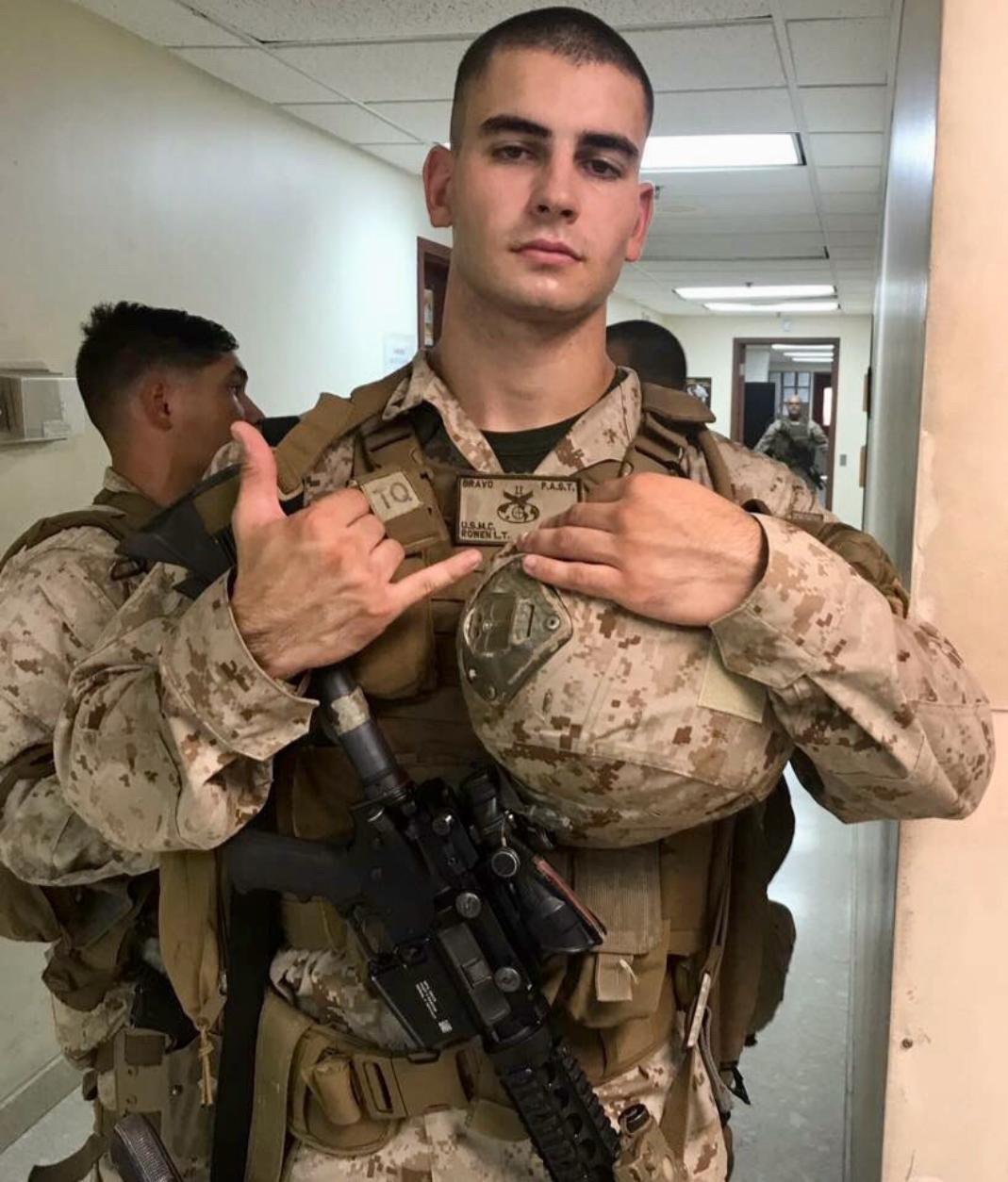 Hot us military men