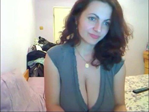 Amateur brunette wet milf pussy