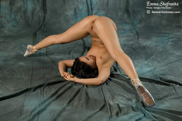 Beautiful nude girls dancing