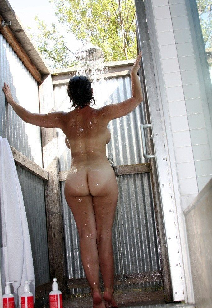 Amateur nude outdoor shower
