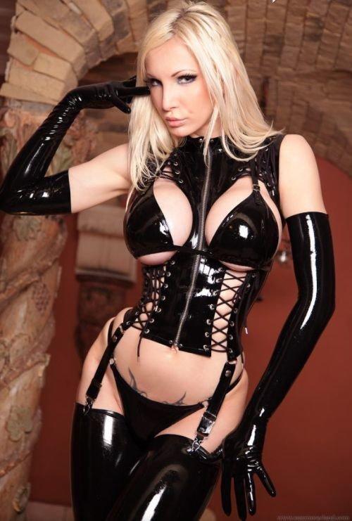 Sexy latex bondage hentai
