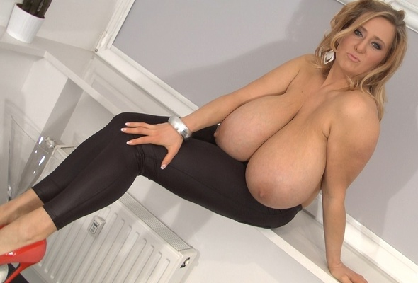 Natural huge tits photos