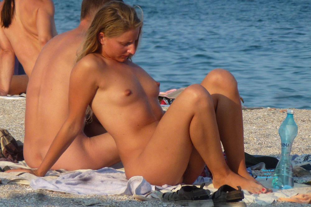Naked blonde beach girl pics