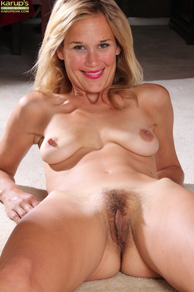 Mature saggy tits big areolas hairy pussy