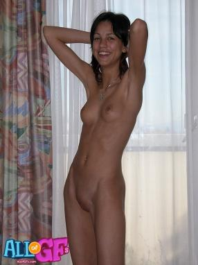Skinny naked amateur girls