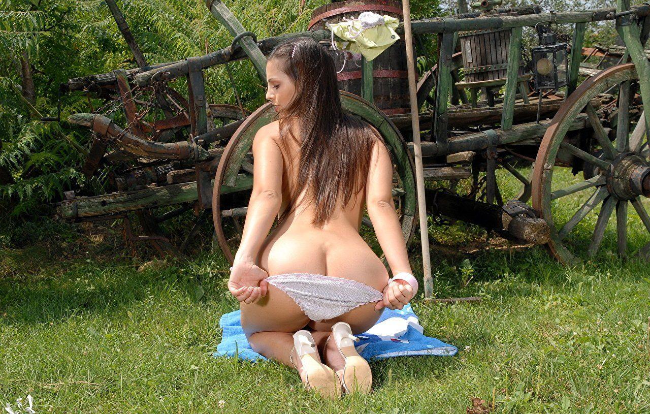 Nude girl ass crack