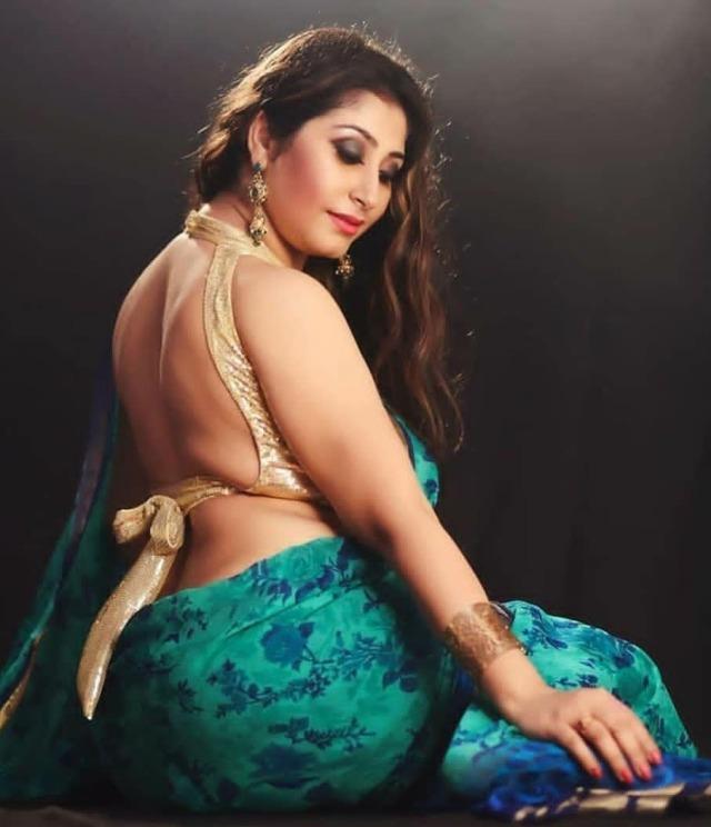 Hot bhabhi saree image