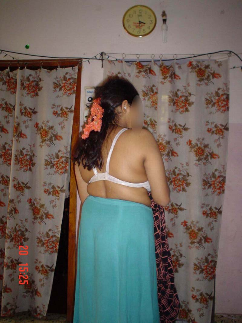 Indian moti aunty petticoat nude