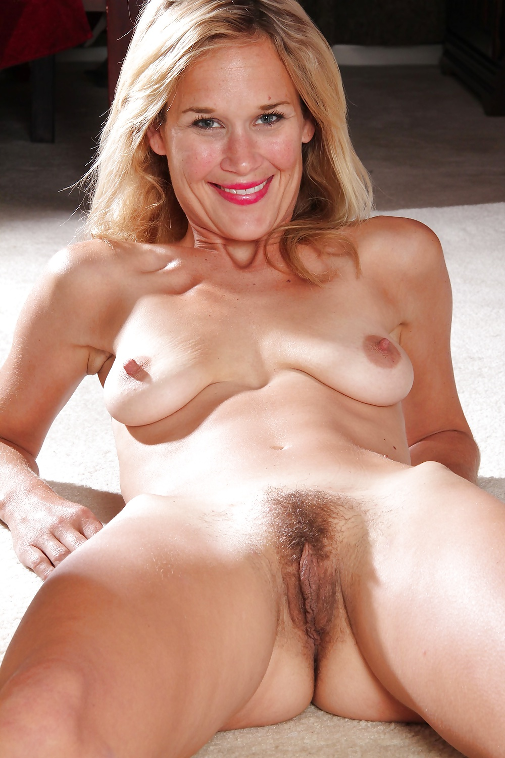 Mature blonde hairy pussy porn