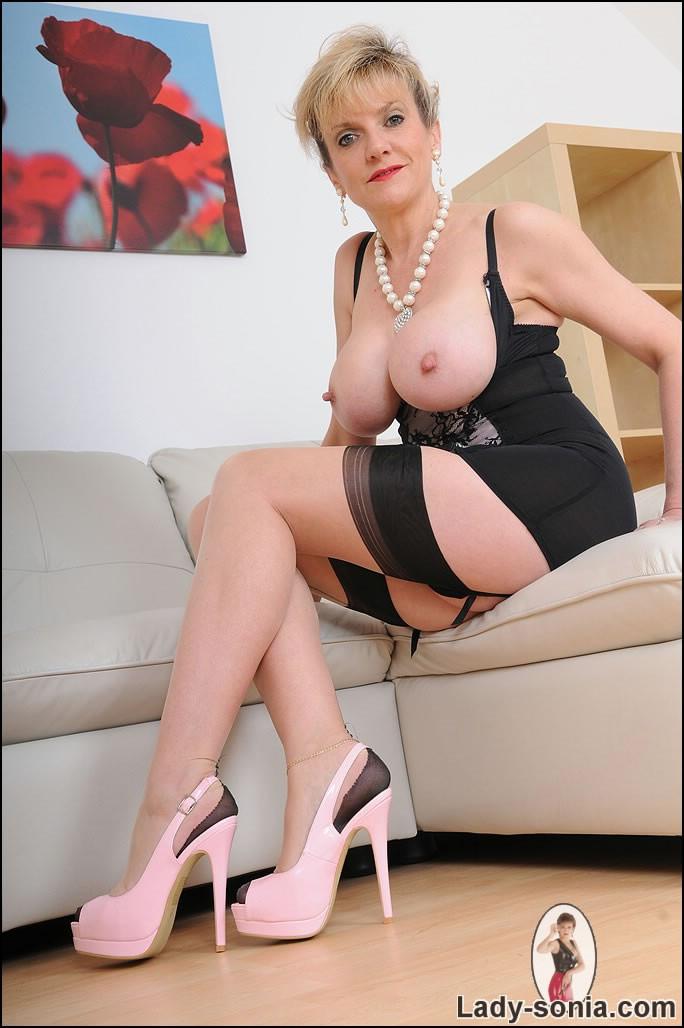 Granny porn mature solo