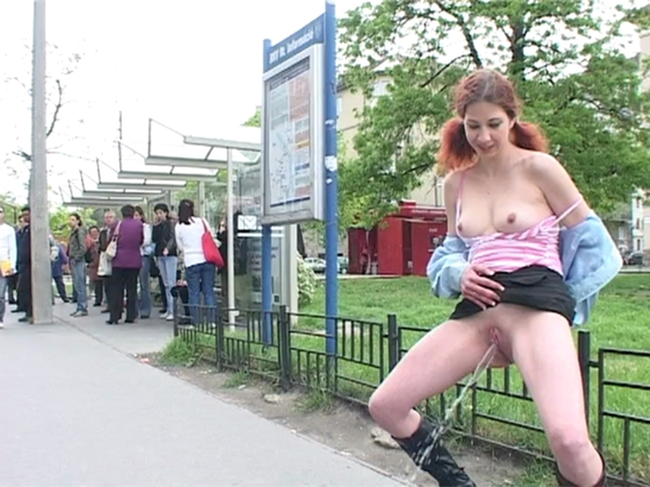Xxx photos girl hd public
