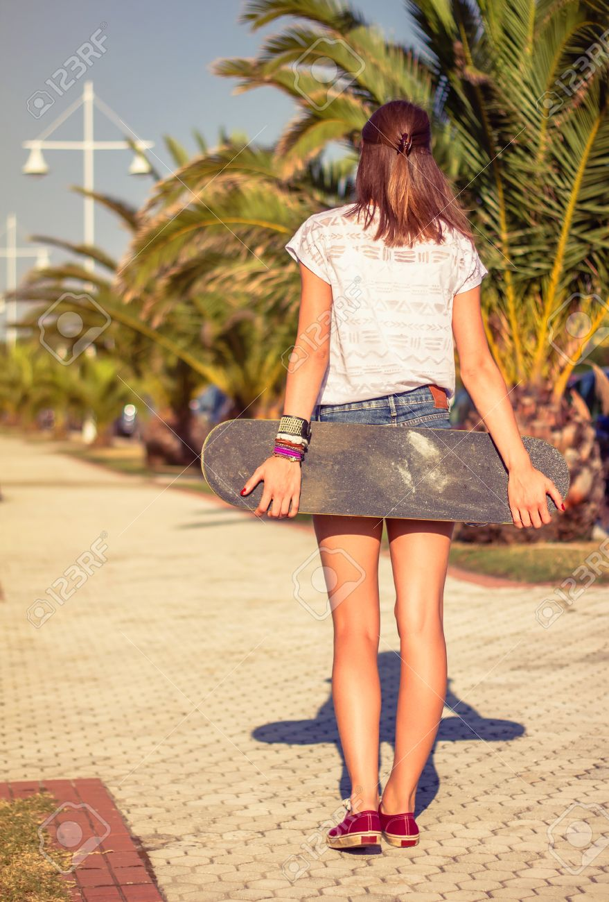 Street teen girl pokies