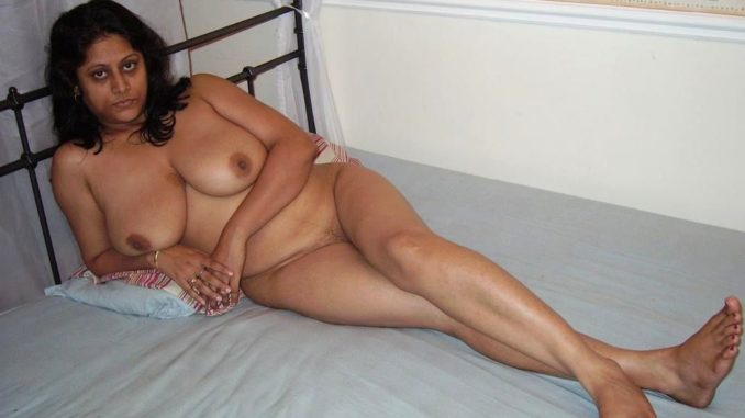 Fit indian brown ass nude aunty