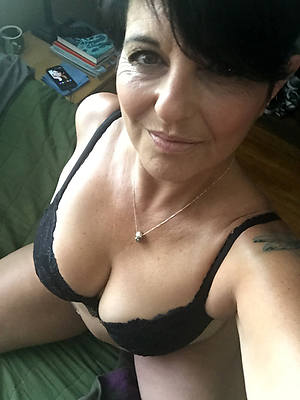 Mature nude women selfis
