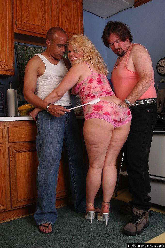 Mature seceretary black bigass fat