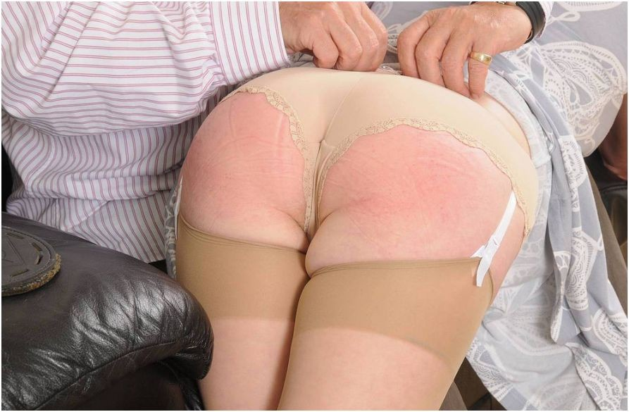 Spanking mature women ass
