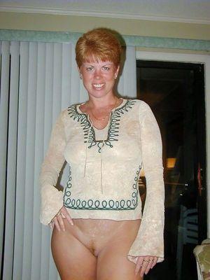 Mature bottomless porn pics
