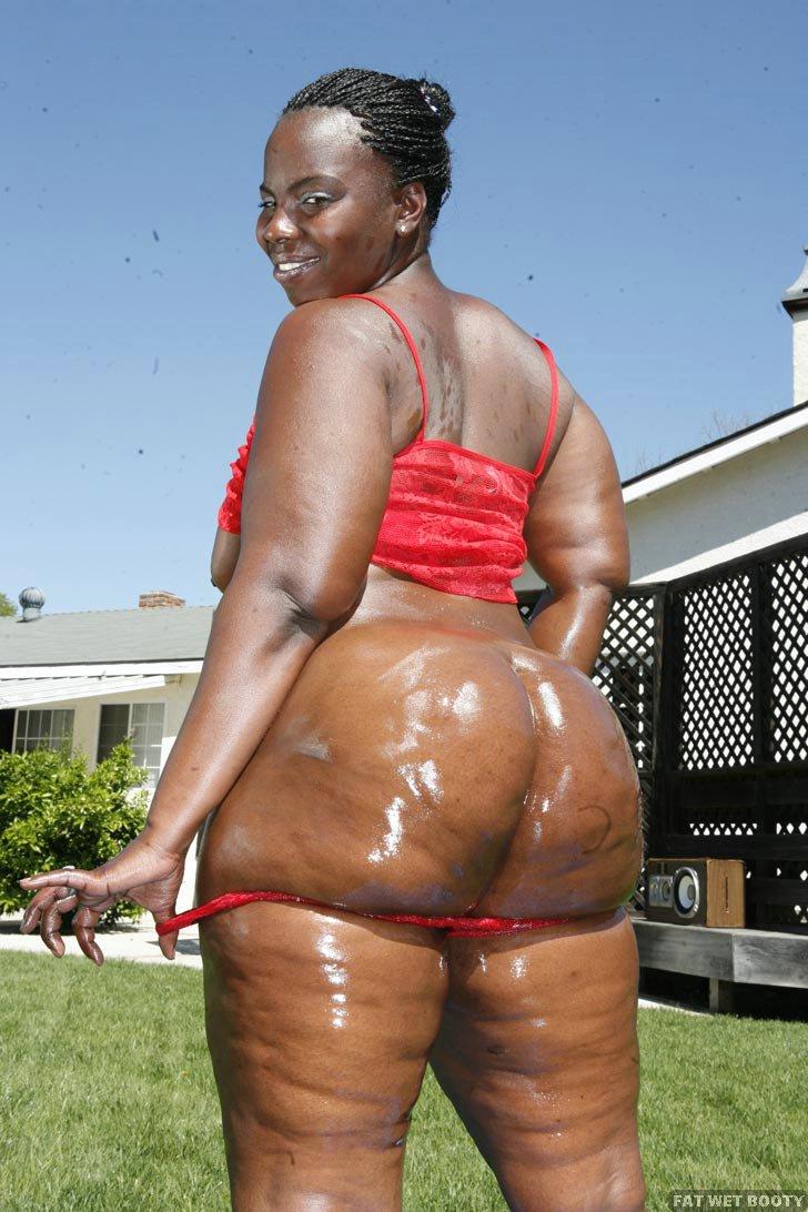 Big black booty wet.