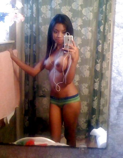 Fine black girl nude selfies