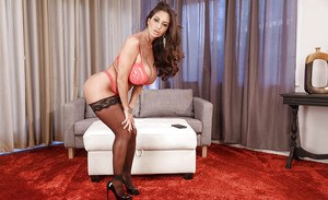 Busty tixie blonde bimbo