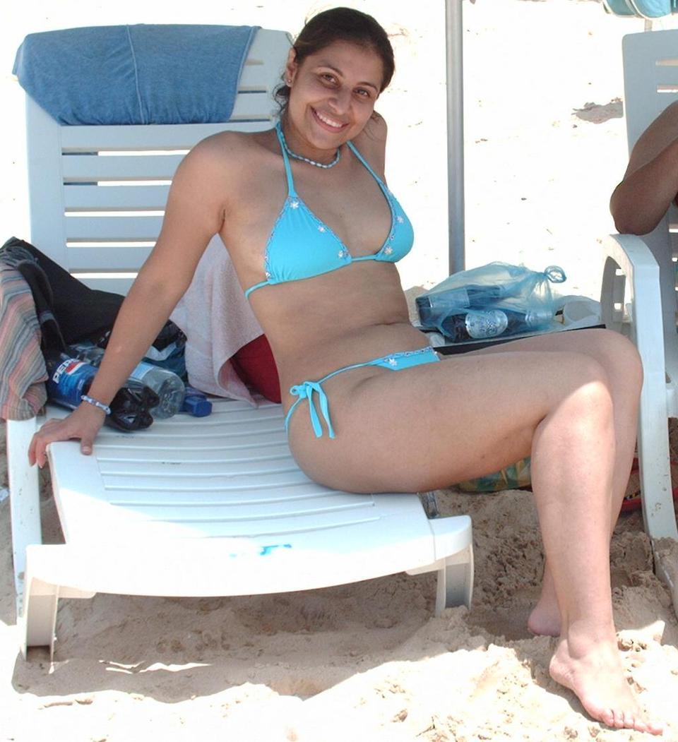 Desi aunty on bikini nude