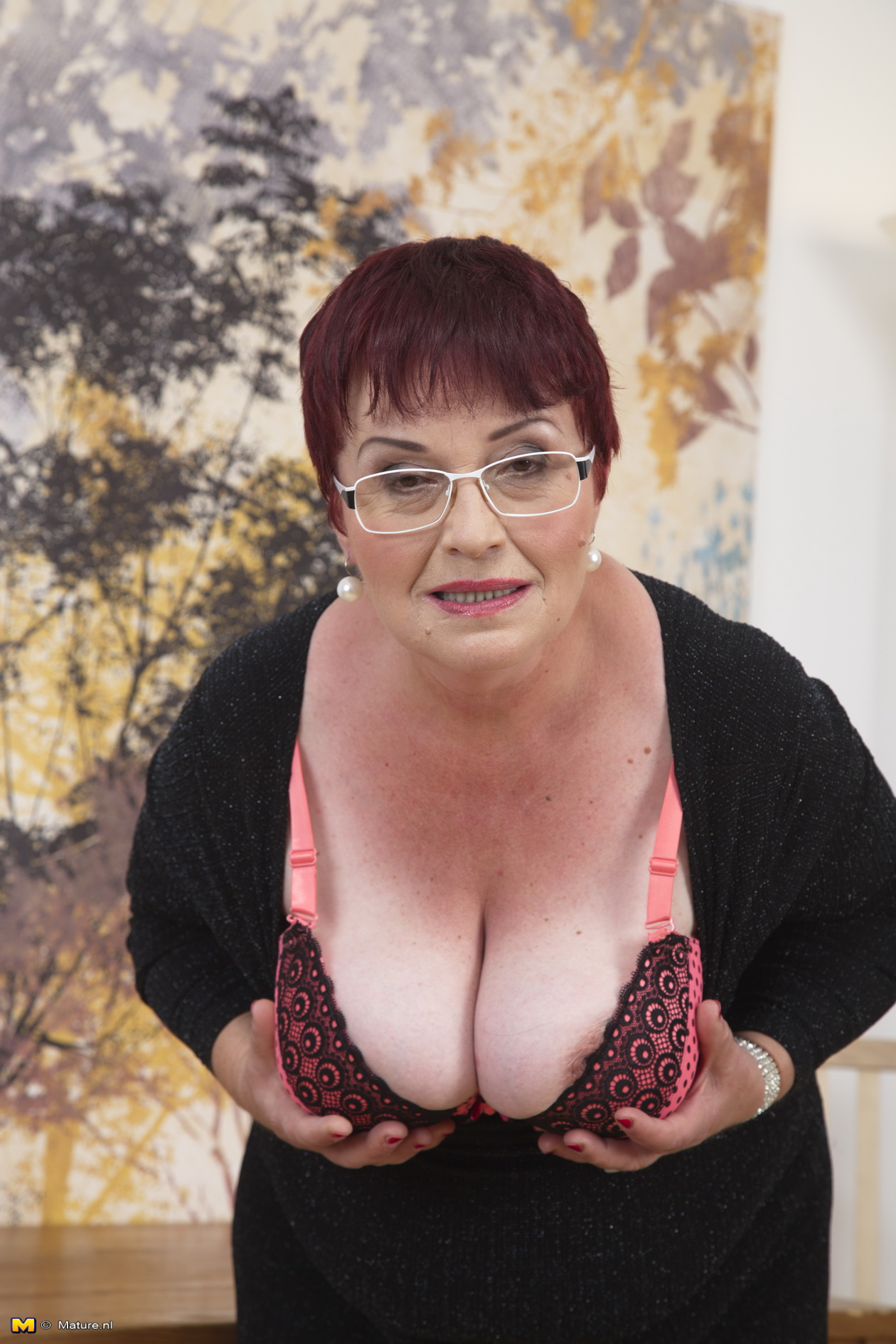 Mature hairy glasses pussy porn pics