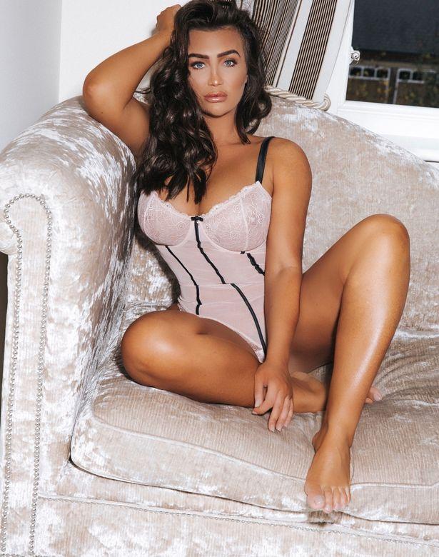 Extremly sexy bare butt photos